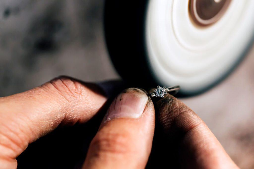 polishing of diamond jewelry